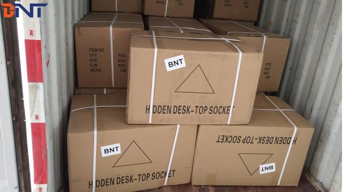 2019-3-29 sent 100pcs 100cm projector lifts to South America country