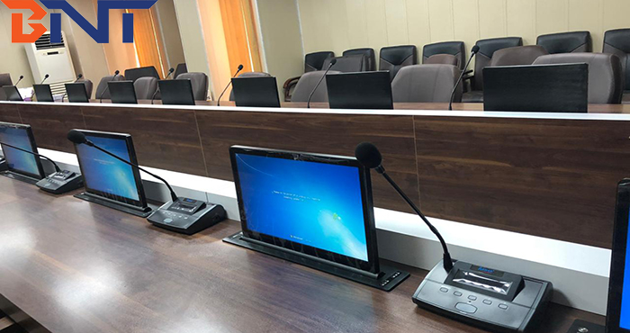 BLL-18.5 18.5 inch ultra-thin motorized retractable screen with motorized MIC is used in the senior meeting room of a multinational company in Iran